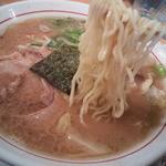 17215689 - ベーススープ自体のコシが強いから魚介は味付け程度に落ち着いてるww