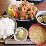 めし処 いなか家 大地 - 料理写真:鶏の唐揚げ定食