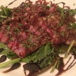 山口産 無角牛ロースのタリアータ2,480円。           タリアータとは、イタリア語で「薄切り」の意味で、薄切りにした肉料理全般を言います。