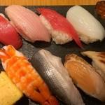 定食居酒屋 廻天寿司 まぐろ人 - 大漁にぎり(910円)