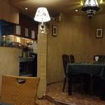インド料理 ショナ・ルパ - 左側奥が厨房となっています。