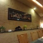 インド料理 ショナ・ルパ - 店内の中心部分です。