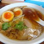 17229486 - 元祖ラーメン(600円)+煮玉子(150円)