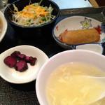 熱愛飯店 - スープと春巻きとサラダ付
