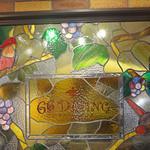 66DINING 六本木六丁目食堂 - ステンドグラスのモチーフは鳥と葡萄