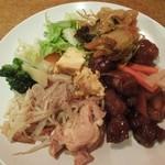 東方味工房 - 料理の一例