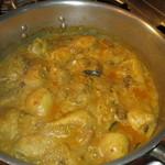 イスカンダル - 料理写真:仕込み中のアヤムゴレン たっぷりのココナッツミルクで煮込んで揚げてます