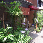 らーめん・手のし餃子 池之端 松島 - 店構えが素敵。池之端界隈の素敵な雰囲気。