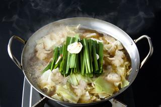 寅八 本店 - 伝説のスープを使った、もつ鍋