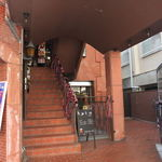 17240431 - この階段を上ります。