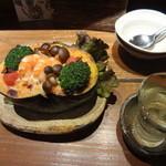 17241214 - この店の定番・一番人気メニュー「海老とかぼちゃの豆乳クリームグラタン(980円)」。本当においしい! その右は「奥播磨」という日本酒。