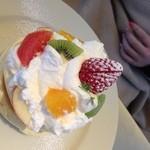 レインボーパンケーキ - 季節のフルーツは、華やかさNO.1!
