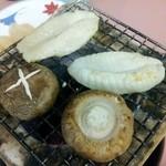 松もと - 焼きふぐ。椎茸も肉厚で美味しいです。