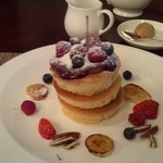 17245449 - ミックスベリーとフレッシュフルーツのパンケーキ