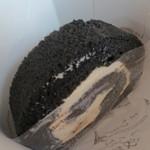 tete - 黒糖ロール¥350