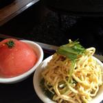 茉莉花 - 干し豆腐と香菜の山椒和えと柚子トマト