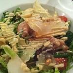 17252087 - 丸ごと若鶏のサラダ モモ・ハツ・砂肝・ぼんじり入り ハーフサイズ