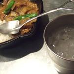 野菜を食べるカレーcamp - スプーンがスコップ形