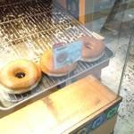 ドーナッツプラント - 閉店間近の時間だったので,1種類しか残っていませんでした。
