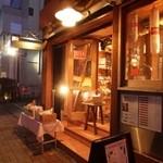 フロマージュミナミ - 2013.02 予約してるレストランは開店前だからと連れて行かれた立ち飲みワインバ~