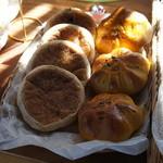 パン工房 歩度根 - かぼちゃが入ったパンとか。
