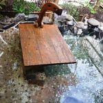 17256897 - 読書用テーブルが設置された露天風呂。 お湯がぬるくて寒い。