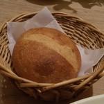 アフタヌーンティー・ティールーム - パスタにセットのパン