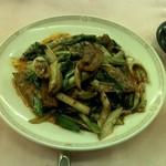 赤坂 四川飯店 -  回鍋肉ですが、今回は葉にんにくと葱だけの本場四川風仕立てにしてもらいました。要望を出せばやってくれるので、皆さんもお試しあれ。