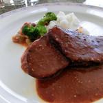 ティーラウンジ イルベール - 料理写真:牛ほほ肉のロースト、岡山県産米粉のパスタ添え