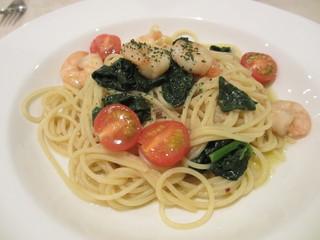 Il Cucchiaio di Angelo - 小エビとほうれん草とフレッシュトマトのアンチョビオイル、スパゲッティーニ