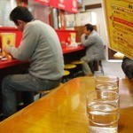 大栄ラーメン - カウンター&テーブル3つ