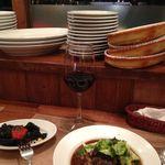 タボーラ タパス - ほほ肉の赤ワイン煮込みとイカの墨煮