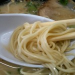 赤鬼ラーメン - 麺 (細麺ストレート)