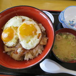 17270783 - 焼豚玉子飯(全景)