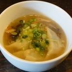 小陽春茶房 - メインのスープ餃子 ※優しい味です