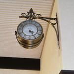 17274508 - φ(・_・)⁉止まった時計?、動いています~。