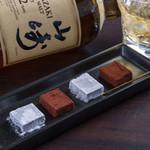 銀山町ソワレ - ウイスキーと相性の良い『生チョコ』☆ウイスキーを混ぜたチョコはコクがあってビターな味に仕上がっています。