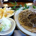 月の家 - 十割蕎麦と海老天(1100円)・・300円追加で蕎麦を大盛に。