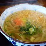 月の家 - 麺は九州仕様で柔らかめですが、お出汁の効いたつゆの美味しいこと。