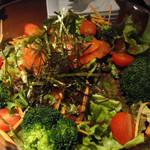 HaLeResort Dining&bar - 生サーモンと旬な有機野菜の鮮やかサラダ