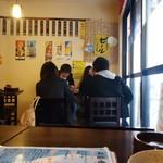 居酒屋 串松 - 若人たちもグビグビと。
