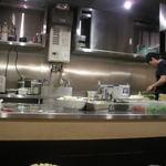 くにがみ屋 - ピカピカに磨き上げtられた調理場は清潔感が漂っています