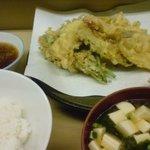 天ぷら いもや - 天ぷら定職。このご時世このボリュームで600円也!