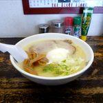 かとうらーめん - とん塩+温泉卵(700円)