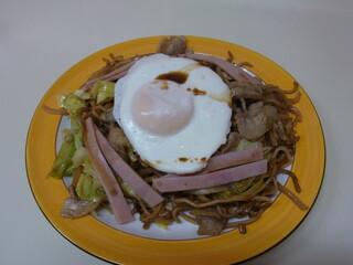 石田屋やきそば店 - 石田屋特製ミックス(中盛り、600円)
