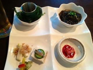 空 - ちゅらさんコースの前菜盛合せ。海ぶどう、島モズク、スクガラス、ゴーヤのピクルス、豆腐ようです。