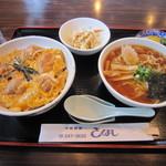 きくよし - 本日のランチ 770円 (親子丼・ハーフらーめん・サラダ・お新香)