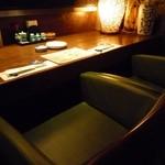 郷土料理おいどん - 広々カウンター席。お一人様やカップルの方に人気です。
