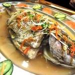17287965 - こちらも要予約。 潮州式・鯛の蒸し煮