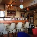 EMPORIO cafe&dining - 1階のカウンターチェアー♪一人でゆっくりしたい時にも!